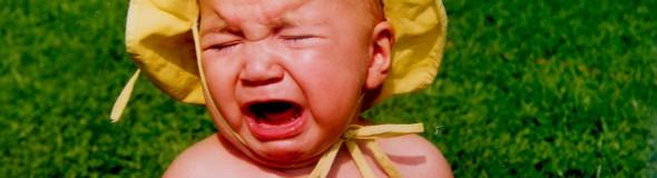 schreiendes Baby ärgert sich vor Wut