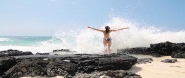 Selbstbewusstsein stärken: Frau am Strand