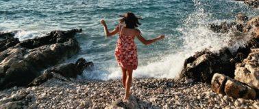 Herz öffnen: Frau am Strand
