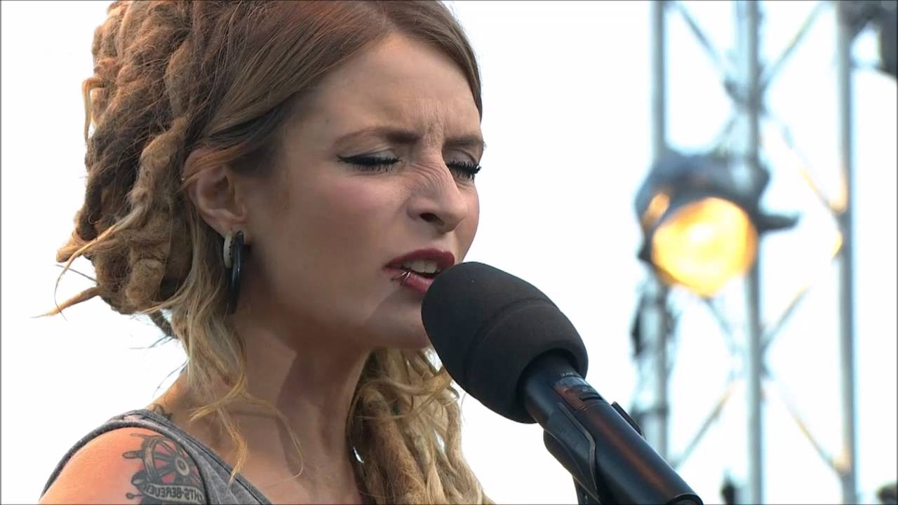 Berührendes Lied über unsere Missstände: Wie unsere Gesellschaft vergisst Kind zu sein